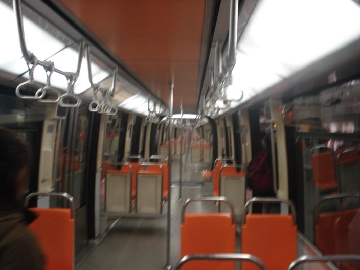 Vagões interligados no metrô de Santiago